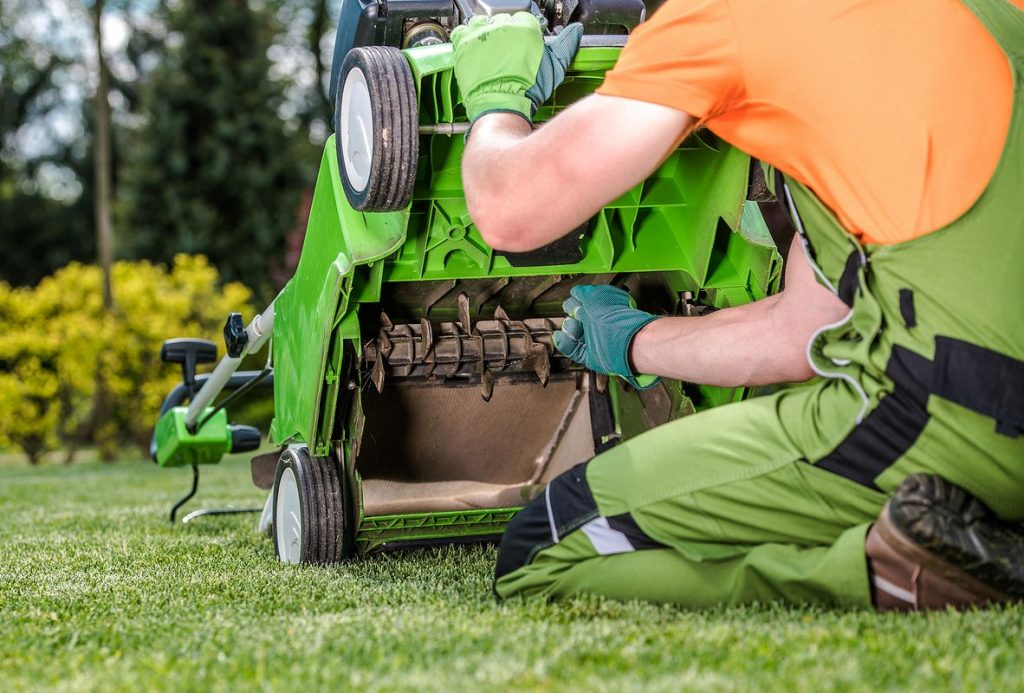 Comment régler un scarificateur de pelouse